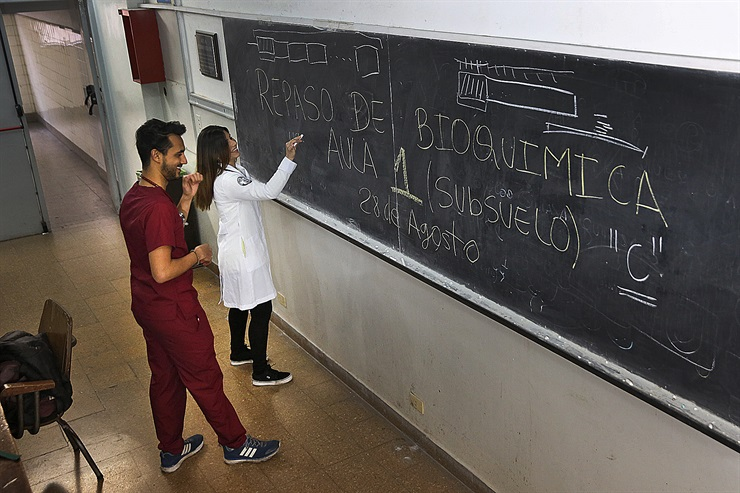 Faculdades-exigem-espanhol