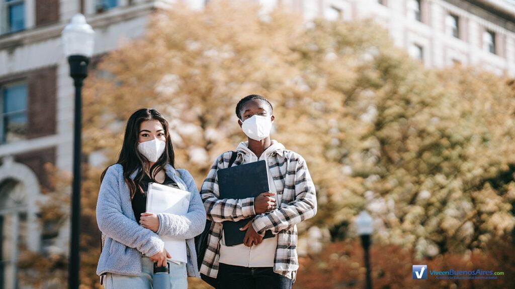 Estudantes com Mascaras